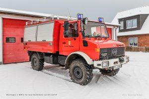 Rüstwagen im Schnee vor dem Gerätehaus